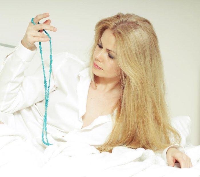 În pat cu Nataşa - Un dialog relaxat - autoarea Nopților la Monaco