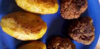 ciorbă de varză dulce - chiftele cu cartofi noi - ruladă cu cremă de biscuiţi