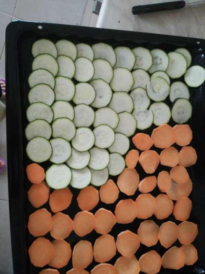 Chipsuri - ciorbă de cartofi -ghiveci - salată de fructe în pepene galben