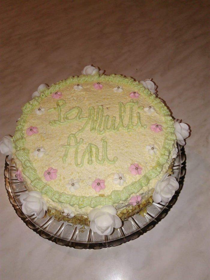 tort cu nuci, stafide și bezea