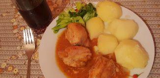 Meniu - supă de conopidă, pui cu sos picant, prăjitură Boema -