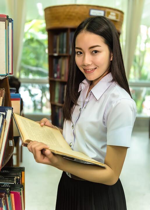 Cărți pentru adolescenți - Top 10 - Literaturapetocuri.ro
