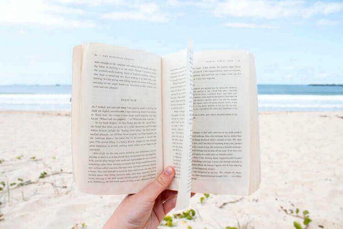 5 cărţi îmbietoare, ideale în zilele călduroase de vară