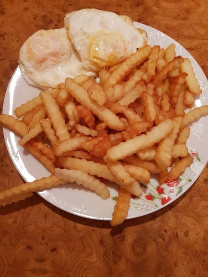 Cartofi prăjiți cu ouă ochi - Ciorbă de varză dulce - Pișcoturi