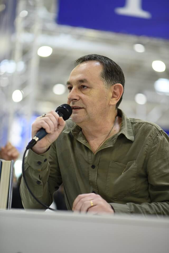 Întâlnire cu scriitorul Eugen Ovidiu Chirovici