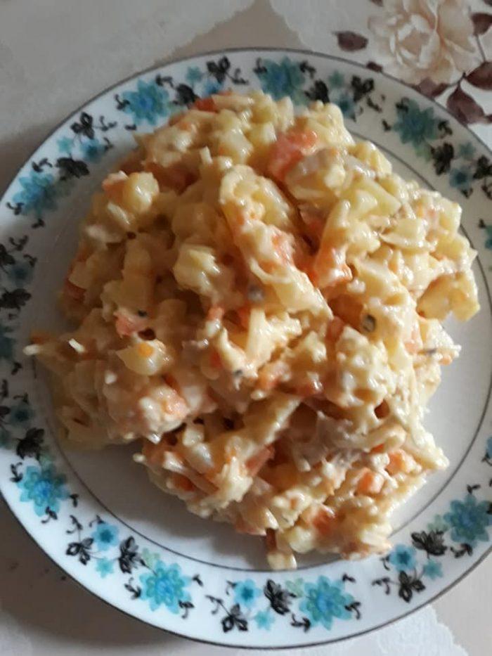 Pulpe de pui înăbușite - Salată de pui