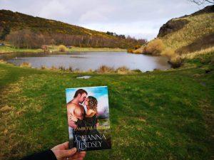 Zambetul iubirii -Johanna Lindsey - Top cărți historical romance cu scoțieni
