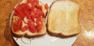 Bruschete - Ciorbă de mazăre - Friptură de curcan -