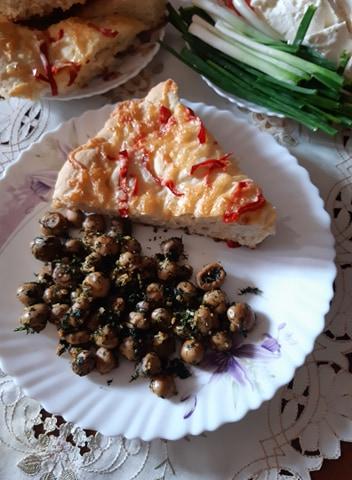 Ciuperci la tigaie - Salată de cartofi cu ton - Prăjitură cu fructe - Meniu