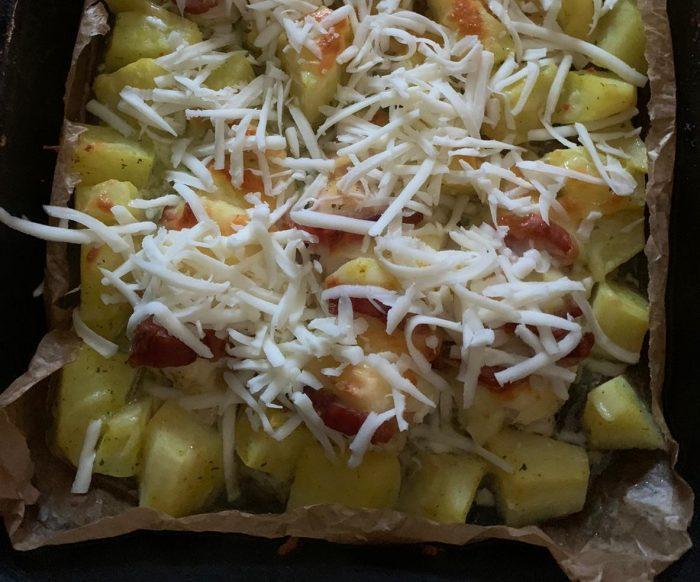 Salată de idei multiple plus piept de pui cu mozzarella și cartofi la cuptor