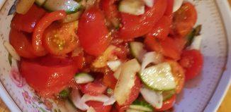 Paste la tigaie cu sos de ardei copt și usturoi
