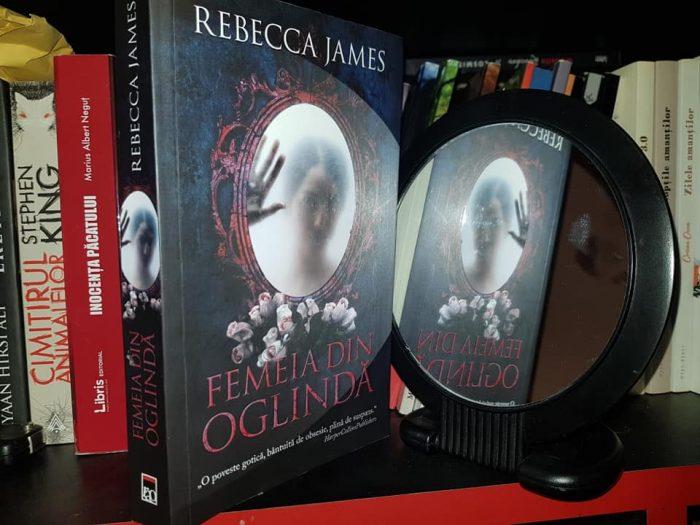 Femeia din oglindă de Rebecca James
