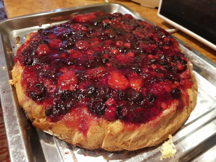 Aperitive - Cotlete de porc cu iaurt - Stufat de miel - Tort de zahar ars - Tort cu fructe de pădure - Meniu de Paște