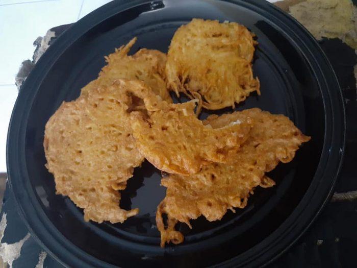 Chiftele de cartofi - Ciorbă de fasole verde - Friptură de vită - Prăjitură cu mere