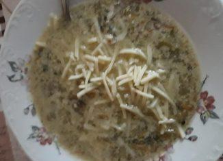 Salată de conopidă, măsline și ton - Ciorbă de legume cu brânză rasă