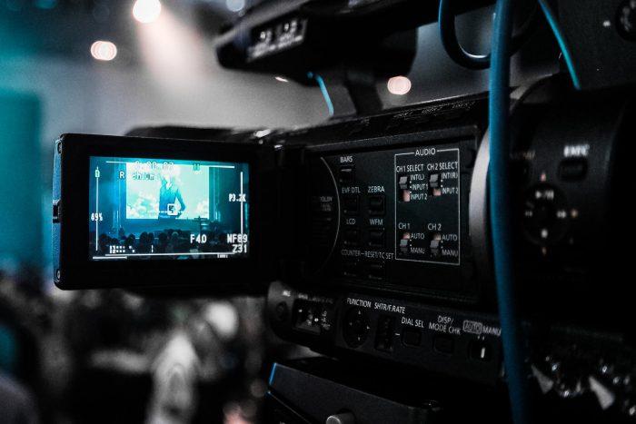Relațiile virtuale și viața în afara camerelor web - Rubrica La vie en noir