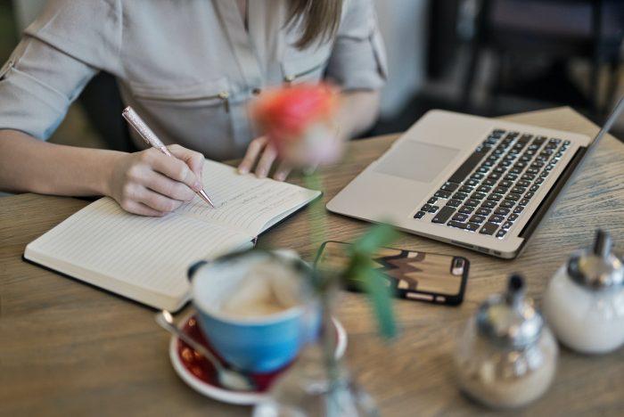 De ce e totul atât de ușor? de Maria Ciurea - Povestiri - Rubrica Pata de cerneală