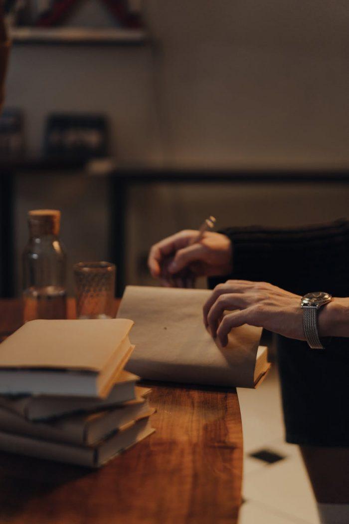 Respectabilul domn Zichy de Elisabeta Scurtu - Povestiri - Rubrica Pata de cerneală
