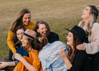 Admirație și invidie - De ce ne pierdem din prieteni pe drum?
