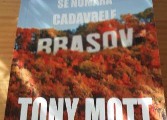 Toamna se numără cadavrele de Tony Mott - Editura Tritonic - recenzie